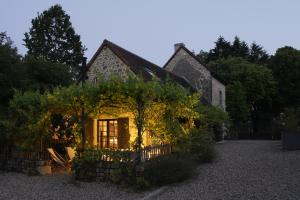 cottage de charme 5 étoiles pour 4 personnes piscine et tennis privés, parc privé de 9 hectares avec étang de pêchee
