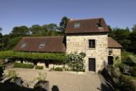 Charming cottage for 4 and 8 people classified 5 stars at the Gites de France with swimming pool, tennis court in a large lanscaped park with a fishing pond