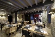Restaurant A La Terrade des Maisons du Pont à Aubusson à 25 minutes des cottages de charme 5 étoiles du domaine de Louveraude avec piscine, tennis et espace paysagé en Nouvelle Aquitaine