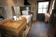 cuisine du cottage de charme 5 étoiles pour huit personnes piscine et tennis privés, parc privé 9 hectares