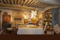 Atelier de Chantal Chirac Aubusson à 25 minutes des cottages de charme 5 étoiles du domaine de Louveraude avec piscine, tennis et espace paysagé en Nouvelle Aquitaine
