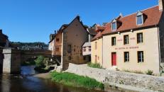 Le Musée des Cartons de Tapisserie d'Aubusson à 25 minutes des cottages de charme 5 étoiles du domaine de Louveraude avec piscine, tennis et espace paysagé en Nouvelle Aquitaine