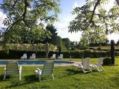 Piscine chauffée des cottages de charme 5 étoiles du Domaine de Louveraude en Nouvelle Aquitaine